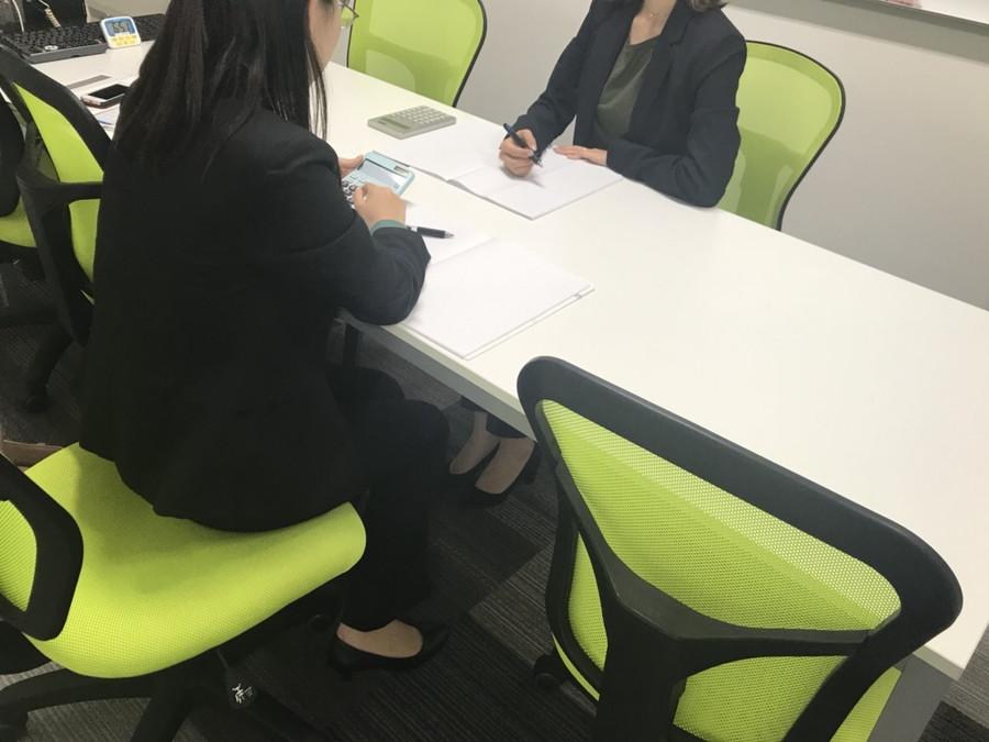仕事をする女性たち